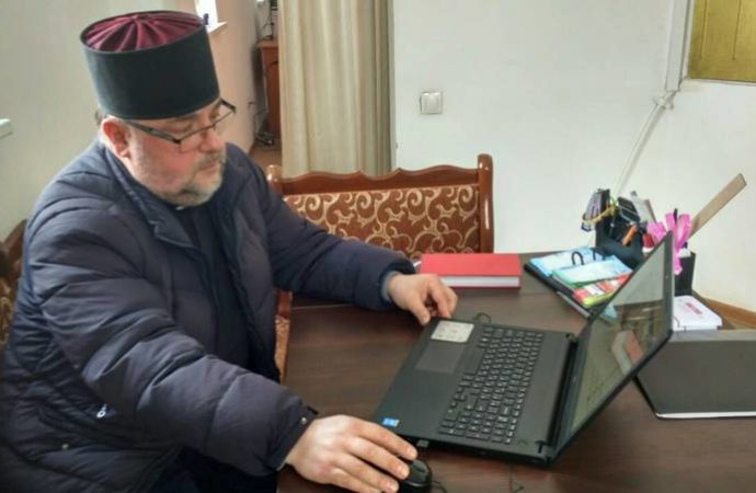 Отець Володимир Климюк: «У нашій церкві є можливість читати молитву з мобільного телефону. І це позитивно»
