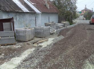 У Винниках забрукують вулицю Злагоди