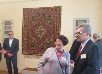 Міжнародний симпозіум художнього текстилю у Винниках: наукова конференція і виставки килимів
