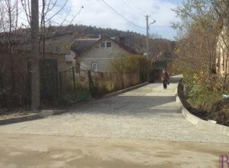 Вулицю на старий цвинтар у Винниках забрукували