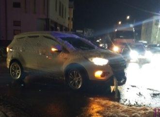 """У центрі Винник в аварію потрапили """"Ford""""  і фура"""