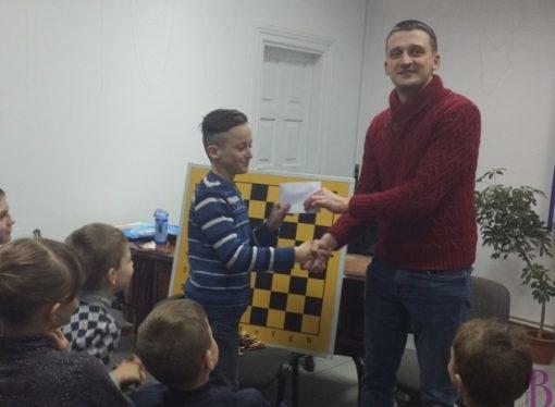 Юний шахіст Маркіян Надворний отримав грошову премію за найвищий рейтинг у розв'язуванні задач