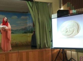 У Винниківській школі-інтернаті відкрили виставку скульптора Олексія Леонова й «оживили» його роботи