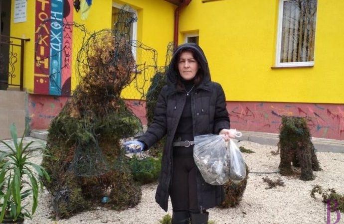 Весняні «жнива»: недопалки біля винниківської дитячої бібліотеки