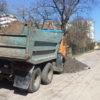 На вулиці Любич-Парахоняк споруджують тротуар