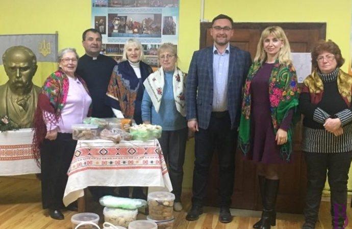 Передали продукти в АТО: у Винниках відбулася акція «Союз українок з материнською любов'ю до добровольців»