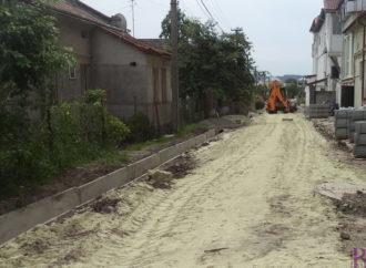 У Винниках забруковують вулицю біля ГО «Оселя»