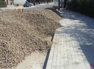 На вулиці Галицькій у Винниках споруджують нові тротуари