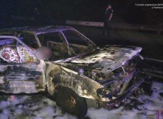 Надзвичайники пожежної частини Винник гасили авто на Личаківській
