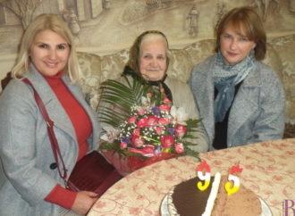 Винниківська міська рада привітала з 95-річним ювілеєм винниківчанку Олену Янду!