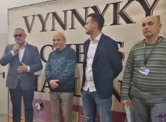 У міжнародному шаховому турнірі у Винниках за шахівницями змагаються 220 учасників