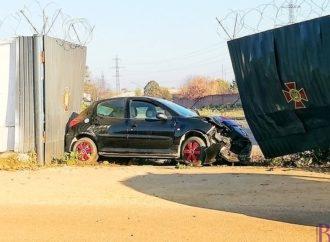 У Винниках водій зніс ворота військової частини (фото)