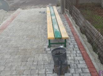 На вулиці Івана Франка у Винниках споруджують нові тротуари