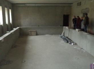 У Винниках відновлюють шкільний басейн