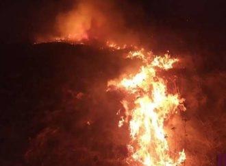 Винниківські рятувальники понад дві години боролися з пожежою в Нижній Білці