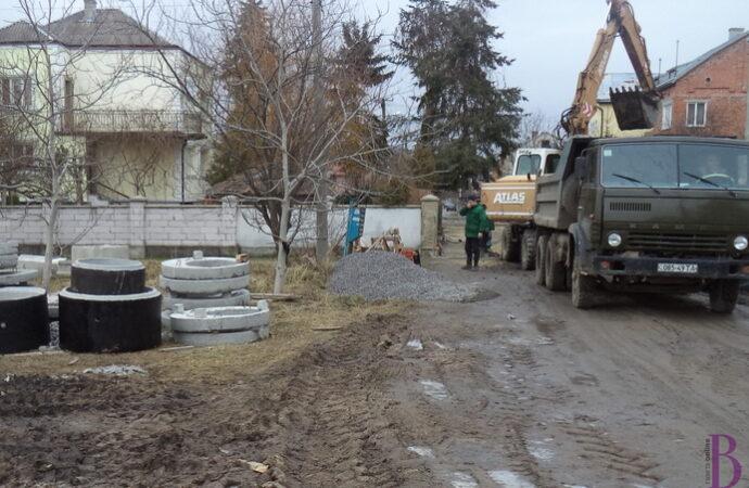 У Винниках споруджують каналізацію та мережу для відведення дощівки на вулиці Незалежності