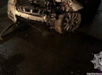 У Винниках водій таранив бетонні блоки