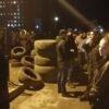 22:30: біля госпіталю все більше й більше винниківчан (фоторепортаж, відео)