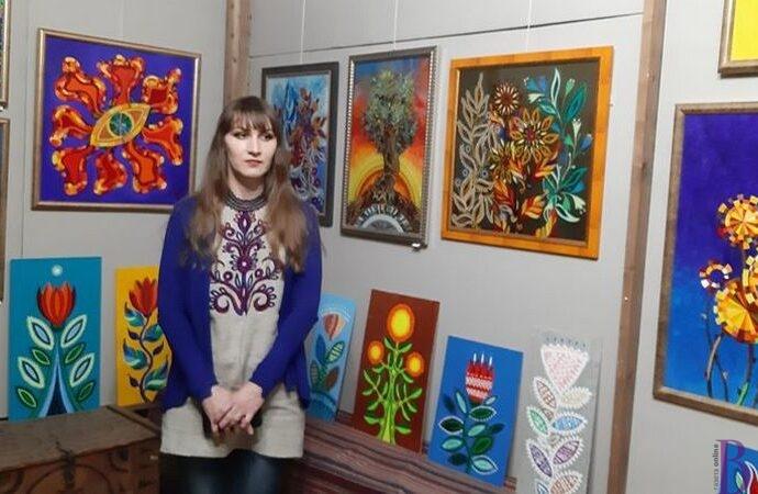 Барвисті «Диво цвіти»: відбулося відкриття виставки педагога БДЮТу Винник Олени  Зозулі
