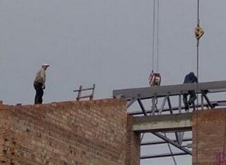 У спортзалі СЗШ №47 встановлено каркас даху