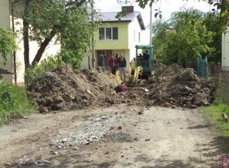 У Винниках будують каналізаційний колектор на вулиці Хоружинської