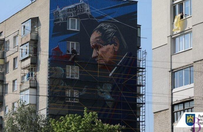 У Львові є мурал із зображенням відомого музейника, Почесного громадянина Винник Бориса Возницького