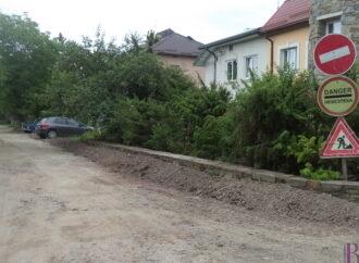 У Винниках забрукують вулицю Кармалюка