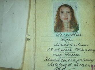 Знайдено паспорт: власницю просять забрати загублений документ