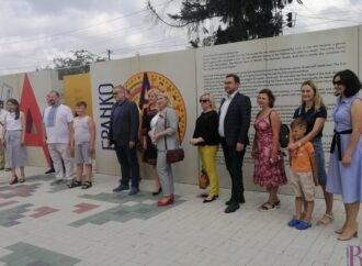 """Літня школа просто неба: у Винниках відкрили виставку-лабіринт """"Franko from A to Z»"""