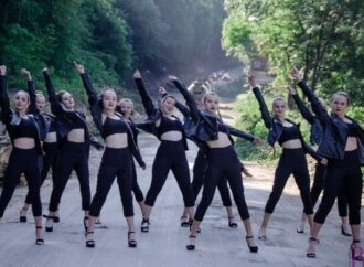 Прем'єра: відеокліп ансамблю «Карамель» на трек «Понад плаєм» показали глядачам (відео)