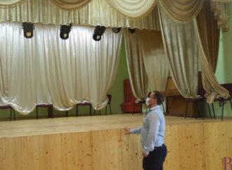 У Народному домі Винник завершили ремонт сцени та глядацького залу