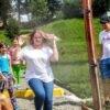 Порятунок від спеки: біля дитячої бібліотеки Винниківська міська рада встановила водяну рамку-розпилювач (відео)