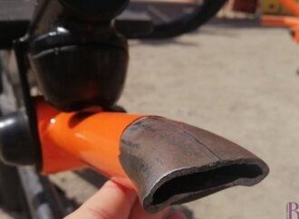 На новенькому вуличному тренажерному майданчику вандали понівечили тренажер