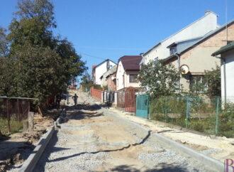 У Винниках забруковують вулицю Яворницького