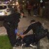 У центрі Винник напівоголений чоловік кидається під автомобілі та б'ється з поліцією