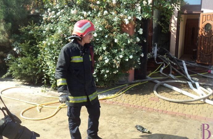 У Лисиничах винниківські пожежники рятують будинок від вогню