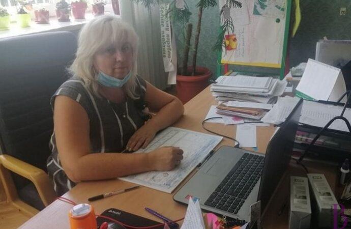Про організацію навчання в найбільшій школі Винник розповіла директор Оксана Верхівська