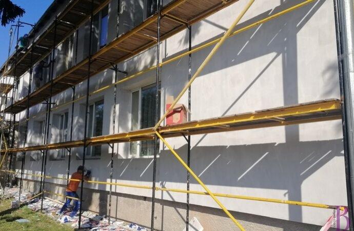 У Винниках вперше за понад чотири десятиліття ремонтують і утеплюють фасад дитсадка