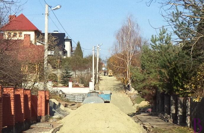 У Винниках забруковують вулицю Кияка