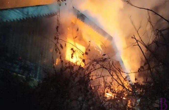 Під час сімейного конфлікту у селі Чишки чоловік підпалив власний будинок