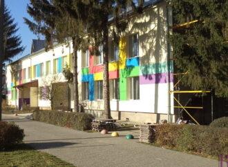 У Винниках завершують ремонт фасаду дитячого садочку