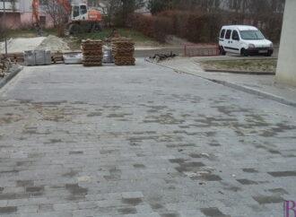У Винниках забрукували вулицю Любич-Парахоняк
