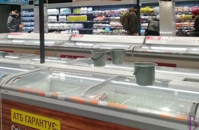 У супермаркеті Винник на голови капає вода