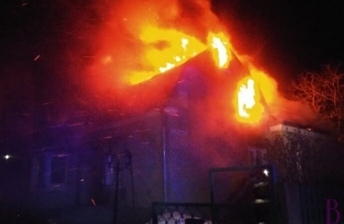 У Винничках згоріло два будинки