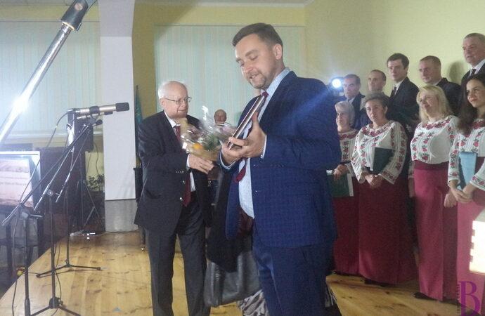 Державна премія  України встановлена на честь Почесного громадянина Винник