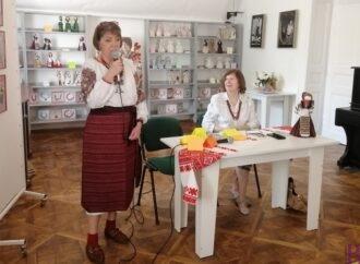 У Винниках експонують унікальну виставку авторських ляльок-мотанок і етноприкрас