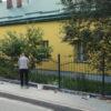 У БДЮТі міста Винники завершують будівництво паркану
