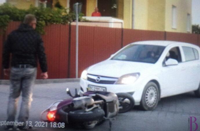 У Винниках не розминулися легковик і мотоцикліст