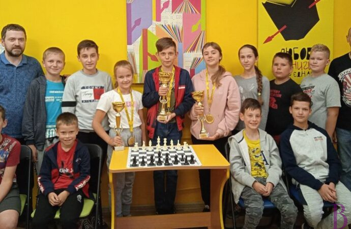 Школа шахів «ТРИ КОРОЛІ» у Винниках запрошує дітей
