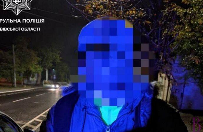 Мешканець Винник вночі поцупив телефон на АЗС